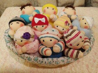 赤ちゃん人形10個(容器付き)送料無料の画像