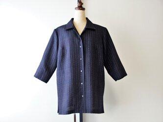 着物リメイク七分袖のシャツブラウス 黒に絣模様の画像