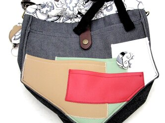 【夏の4点福袋】ポケット好きさんの為のペンタゴン(5角形)巾着ショルダーバッグ インディゴ×モノトーンフラワーの画像