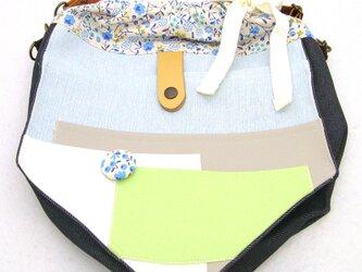 【夏の4点福袋】ポケット好きさんの為のペンタゴン(5角形)巾着ショルダーバッグ ライトブルー×ブルーフラワーの画像