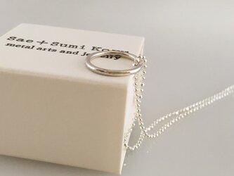 ◇鎚目のついた銀のリングペンダント◇silver ring pendant with chainの画像