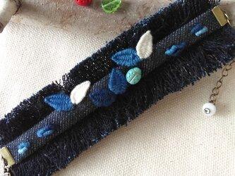 てんとう虫と葉っぱ刺繍のインディゴブレスレット 2の画像