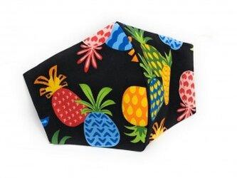 ハワイアン ファッション マスク(3D扇型・蒸れにくい・ファンデーション対策対応) パイナップルス柄 ブラック Mサイズの画像