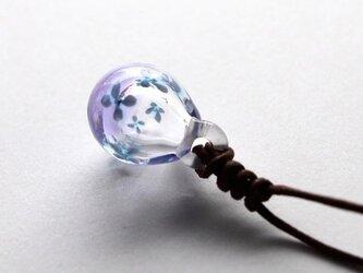 雫のアロマペンダント 〜小さな青い花〜 パープルの画像