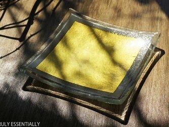 ガラスの角皿 -「 金色のガラス 」● 13.5cm角の画像