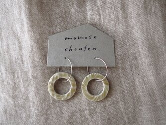 円の耳飾り(ピアス)の画像