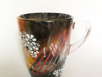 ホットもOK!白い花束のマグカップの画像