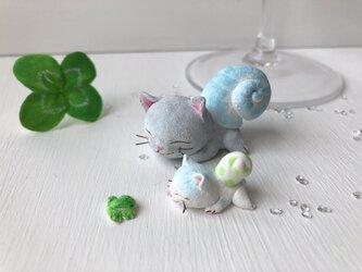 親子カタツムリ猫さん グレーの画像