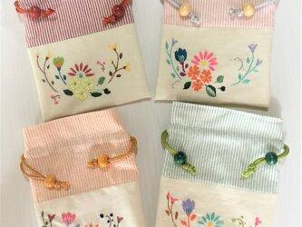 花刺繍の巾着(ストライプ)の画像