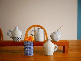 コバルト色の手描きの花瓶 四角の画像