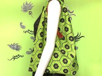 着物で作った『ちょっとそこまでbag』 黄緑亀甲の画像
