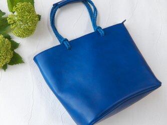 [受注生産] 綺麗めクラフトテイストの編み紐ハンドルトート  Blueの画像