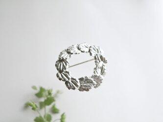 イヌフグリの葉っぱのブローチの画像