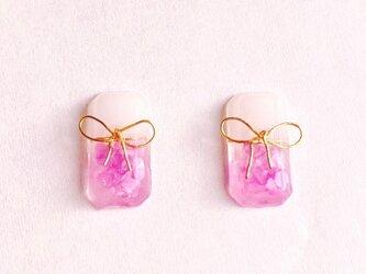 ピンクシェルの2カラーりぼん付きピアス/イヤリングの画像