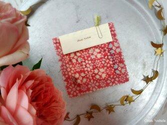 エコラップ 四角ミニ:ピンク色 白い花柄 <インド綿コットン100% ブロックプリント みつろうラップ>の画像