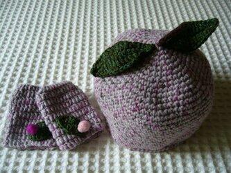 フルーツ帽(桃)とミトンの画像