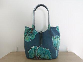 大花プリントのバルーンバッグの画像
