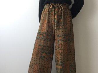 着物リメイク イージーパンツ 更紗風の画像