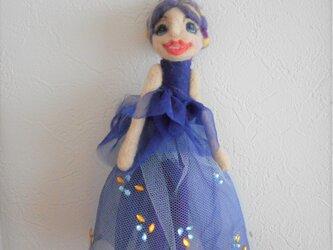 青いドレス人形の画像