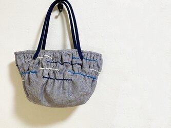 三色糸のギャザーで作った模様かばんの画像