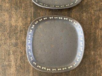 ガーリーまる角皿黒の画像