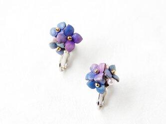 手染めレザー*紫陽花のイヤリングの画像