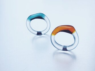 Trapèze shaped Colored Ringの画像