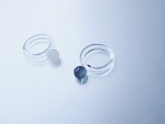 Colored glass simple Ring / Black or Whiteの画像