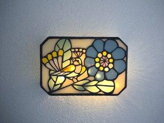 青い花と鳥 壁掛けランプの画像