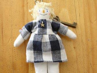 小さなお人形のキーホルダー(ブルーの女の子)の画像