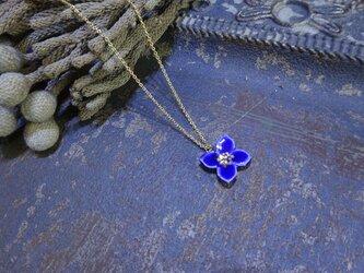 小さな花のnecklace(青)の画像