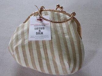 蓮糸とシルクの布で作った財布(がま口タイプ)の画像