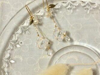 紫陽花のピアス(ホワイト)の画像
