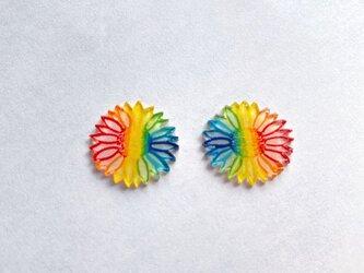 虹色に染めた七色手書きひまわりのカラフルピアス/イヤリングの画像