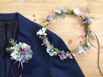 デージーのナチュラルガーデン花冠&ブートニア2点セットの画像