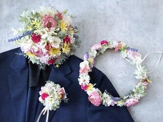 春の花畑のような花冠&ブートニア&ブーケ3点セットの画像