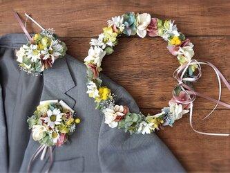ナチュラルグリーンとアンティークピンクの花冠&リストブーケ&ブートニア3点セットの画像
