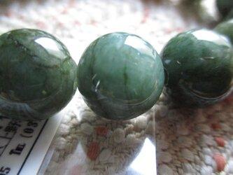 深く濃い緑の天然色:鑑別済 無処理珠ミャンマー翡翠のみでお繋ぎしましたブレスレットの画像