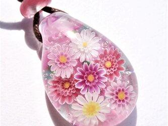 《ガーベラ》 ペンダント ガラス とんぼ玉 花 春の画像