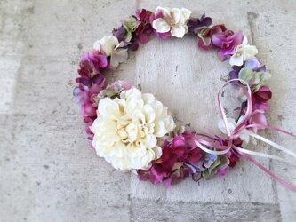 パープルピンクの花冠の画像