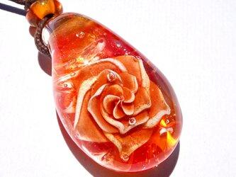 《オレンジサファイアローズ》 ペンダント ガラス とんぼ玉 薔薇 バラ の画像