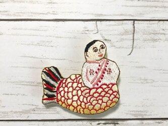 手刺繍日本画ブローチ*川崎巨泉「シャム張子起上り人形」よりの画像