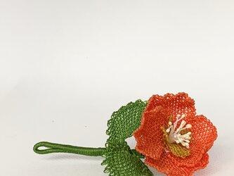 縫い針で編むレース ブローチ オレンジの画像