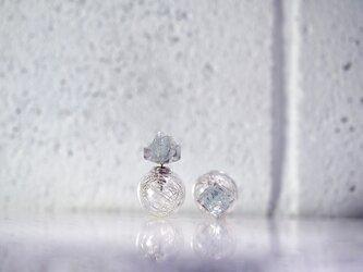 *Frozen Fluorite* x ガラスボールキャッチピアスの画像