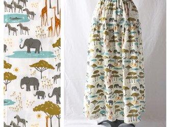 色と柄を楽しむティアードスカート(サファリ:オフホワイト)の画像