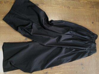 ワイドパンツ 膝下脇タック(黒)の画像