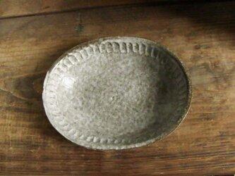 しのぎ手楕円深皿(わら灰)の画像