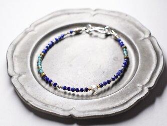 ハーキマーダイヤモンドとターコイズブルーホワイトハーツ、カットラピス、カレンシルバーの華奢なブレスの画像