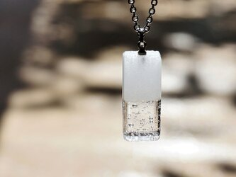 純白透明ガラスのネックレス - 「 白のかおり 」#4 ● 高さ20mmの画像
