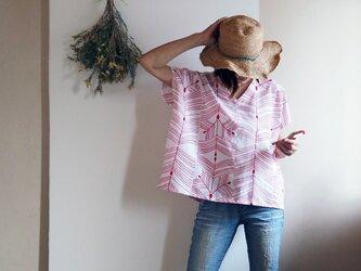 【再販・受注制作】涼しい! ビッグシルエット  赤の松葉模様が粋なVネックフレンチ袖トップス-浴衣からの画像